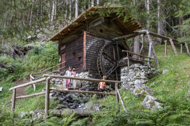 Gebirgsseen, Wasserfälle, Heilquelle