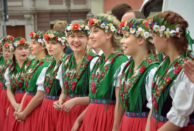 Farbenfrohe Folklore und festliche Trachten in der Oberlausitz
